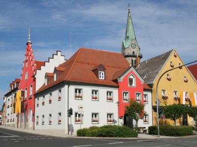 Erbendorf, Rathaus und Kirche