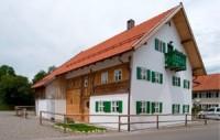 Allgäuer Ständerbohlenhaus wird zum Museum, Bernbeuren